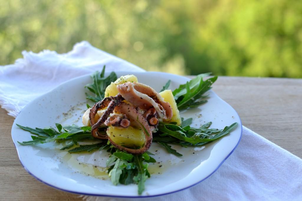 Blækspruttesalat med kartofler og rucola